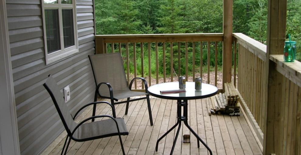 Regen – Wasser – Dusche – Küche und erste Möbel